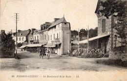 Perros-Guirec  22   Le Boulevard De La Rade  Animé -Magasin Tabac-Chocolat-Bonbons Et Attelage  Charette - Perros-Guirec