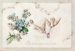 CARTE BONNE ANNEE - Carte Gaufrée , Bouquet D'Eglantine Et Hirondelles . - New Year