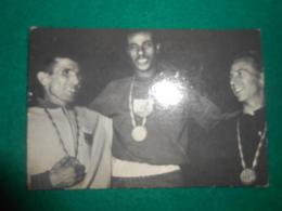 Olympiade Rome 1960  Chromo Suanet Merksem  Marathon  A.Rhadi; Bikilia Abebe En Barry Magee - Trading Cards