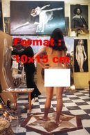 Reproduction D'une Photographie Ancienne D'une Jeune Femme Nue De Dos Modèle D'un Peintre En 1977 - Reproductions