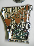 """Pin's Banque CREDIT AGRICOLE Meurthe-et-Moselle """"Agir Pour Gagner"""" - Banques"""