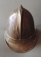 Ancien Casque De Sapeur Pompier Ou Casquette De Feu En Laiton - Pompiers