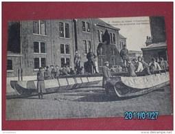 MILITARIA - ARMEE BELGE - Soldats Du Génie -   Crelages Des Poutrelles  Sur Bateaux     - - Manoeuvres