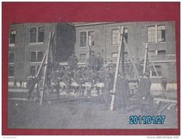 MILITARIA - ARMEE BELGE - Soldats Du Génie - Construction D'une Travée De Pont - - Manoeuvres