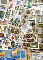 """Weltweit / Lot Mit Marken Noch Auf Papier (""""Kiloware""""), Rd. 50 Gr. (10602-50) - Lots & Kiloware (mixtures) - Max. 999 Stamps"""