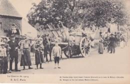 FAMILLES BELGES FUYANT SUR LA ROUTE DE MALINES A BRUXELLES - Guerra 1914-18