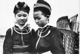 Laos - Deux Jeunes Filles Font Leur Marché à LAT-HUANG Près De Xieng Khouang - Laos