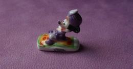 Fève 2002 Disney Le Tour Du Monde De Mickey Le Tapis (T 751) - Disney