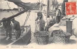 A-19-2785 : TROUVILLE. PECHEURS SUR LE QUAI. PANIER. EDITION LL. - Trouville