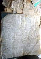 84 MAUBEC GRAND PARCHEMIN  XV OU XVI° A DECHIFFRER 55 X 51 BELLE MARQUE AU BAS  MANQUE AU HAUT - Documentos Históricos