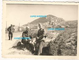 WW2 PHOTO ORIGINALE Soldat Allemand Entre NÎMES & AVIGNON Ou Environs 31 GARD 84 VAUCLUSE 1943 Publicité Texaco N°1 - 1939-45
