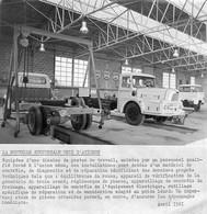 Photo 1961 Nouvelle Succursale UNIC D'Avignon 84 (camions UNIC Dans Atelier) - Cars