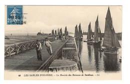85 VENDE - LES SABLES D'OLONNE La Rentrée Des Bateaux De Sardines, Halage - Sables D'Olonne