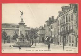 """C.P.A. ( 10 ) """" TROYES """"  Place De La Bonneterie ( Animée )  -X 2 Photos - Troyes"""