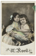 1er Avril - Deux Petites Filles Avec Poisson D'avril - Vraie Photo Teintée - 1903 - April Fool's Day