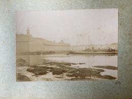 Concarneau - Photo 1896 Albumine - La Ville Et Sortie D'un Navire De Guerre - Bateau Ship - Concarneau