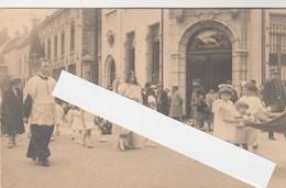 Vilvorde , Vilvoorde ,Photocarte ,procession ,(devant L'agence Générale De Belgique à Vilvorde ) + Gendarme - Vilvoorde