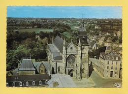 CPM..dépt 35..FOUGERES :  L' Eglise Saint Léonard  : Voir Les 2 Scans - Fougeres