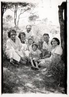 Photo Originale Portrait De Famille Lafon Posant Lors D'un Pique Nique En 1936 Du Côté De Marseille - Personnes Identifiées