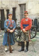 MUSEE DE L'ARMEE Sergent Major Zouaves De Pontificaux  Lieutenant D'etat Major Garibaldiens Vosges  CPM TBE - Uniformes