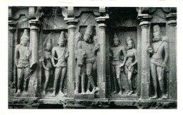 006986  Mahabalipuram - Arjuna Ratha. Vrishabhantika Siva Flanked By Royal Attendants - Indien