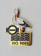 Pin's Cigogne ISO 9001 - RO1 - Pin's