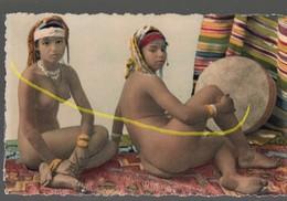 Carte Postale Type D'afrique Du Nord,femmes Arabes Nues..C01 - Afrique