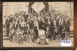 1384 CARTE PHOTO FANFARE CLASSE 1920 COMMUNE A IDENTIFIER EDIT.V.PELTIER TTB - Cartoline