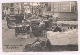 Napoli Mercato Nelle Strade  1915 Viaggiata Animatissima - Napoli
