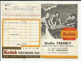 "03 . MONTLUCON . POCHETTE DEVELOPPEMENT PHOTO KODAK . STUDIO ""  TABARLY   ""   RUE BARATHON - Matériel & Accessoires"