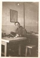 Photographie Militaire, Soldat Du 18e D'infanterie De Pau, Bureau Du Service Transmissions, Photo Des Années 1930 - War, Military