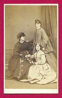 Photographie Ancienne - Cliché W. & D. Downey à Newcastle - Portrait De Trois Femmes - Personnes Anonymes