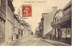 Lion Sur Mer ,environs De Ouistreham ,la Grande Rue . - Frankrijk