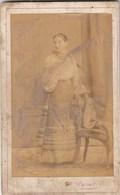 UKRAINE.  #1007 A PHOTO. KIEV. LADY. VYSOTSKY. 1895 CHAIR, UKRAINIAN COSTUME.  *** - Proyectores De Cine