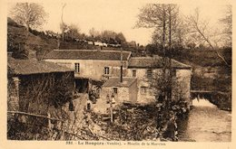 Le Boupère  85   Le Moulin De La Morvien Et La Cour Bien Animée - Francia