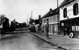 PONT De METZ  (Somme)  - 2 Cartes La Route De Rouen Et La Maison Georges (café Tabac Pompe à Essence..) - Autres Communes