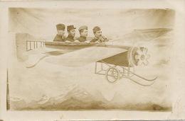 Surrealisme Montage Photo 4 Hommes En Avion Le Creusot Legere Froissure Coin Inf. Droit - Aviation