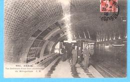 Paris-1909-Métro Parisien-Vue Intérieure D'une Gare Souterraine Du Métropolitain-Rame De Métro Et Préposés-animée - Metro, Stations