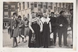 Zeeland - Klederdracht - Foto Formaat 6 X 9 Cm - Anonieme Personen