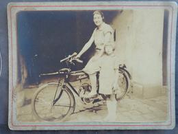 MOTO MOTOCYCLETTE VELOMOTEUR  MOTOBELIN PHOTO COLLEE SUR CARTON  DEBUT 1900 12.5 X 9.5 - Photographs
