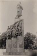 """UKRAINE.  #1059 A PHOTO. """"KHARKOV. SHEVCHENKO MONUMENT AND RED ARMENIANS.   *** - Projecteurs De Films"""