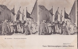 BISKRA PORTEURS DE DRAPEAUX  VUES STEREOSCOPIQUESS JULIEN DAMOY SERIE N. 9 AUTENTICA 100% - Cartoline Stereoscopiche