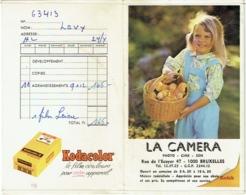 Photo/Foto. Pochette Kodak. La Camera, Bruxelles. Petite Fille Et Poussins. - Matériel & Accessoires