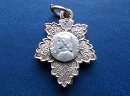 - Ancien Pendentif. Souvenir. Jeanne D'Arc - - Pendentifs