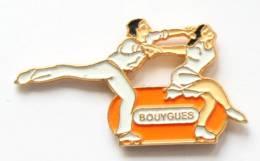 Pin's BOUYGUES - Couple De Patineurs - I038 - Patinaje Artístico