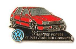 Pin's VOLKSWAGEN GOLF Rouge - Jamais Une Voiture ...  - Zamac - Decat - I048 - Volkswagen