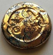 NZ QEII CORONATION MILK BOTTLE CAP IN GOLD ALUMINUM FOIL - Opercules De Lait