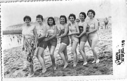 PIN UP FASHION WOMEN FEMMES Vtg Carte Photo 1958 Pretty Women Femmes Teen Girls Nude Nu In Swimsuit MAR DEL PLATA Beach - Pin-ups