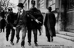- PARIS. - LA MANIFESTATION DU 1er MAI A PARIS. - Une Arrestation Mouvementée - - Manifestations