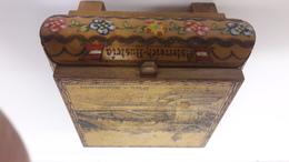 Boite à Musique Servant De Coffret à  Bijoux (fabrication Autrichienne ). Dim 12 X12 Cm . H : 7 Cm - Bijoux & Horlogerie